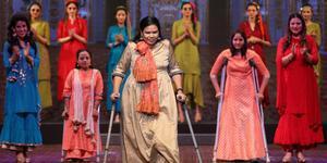 印度残疾人时装秀 自信诠释美