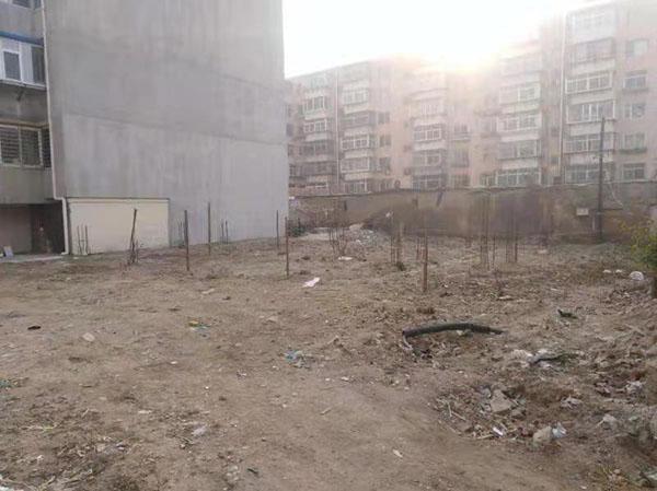 辽宁锦州业主拿房产证十年楼盘仍是荒地