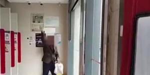 男子称儿子被绑架 银行内汇款求民警别管