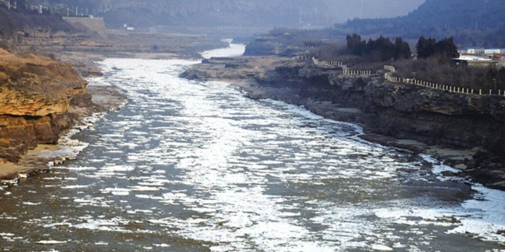吉县壶口瀑布现流凌冰挂景观 场面壮观