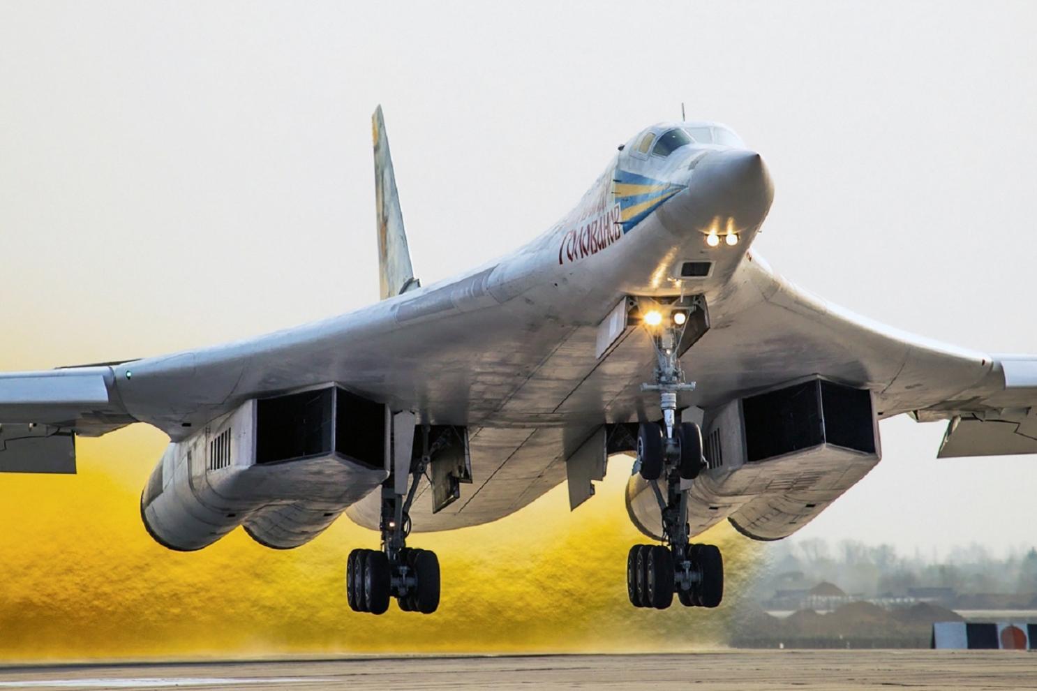 俄战略轰炸机高调飞赴美国后院 飞越1万多公里