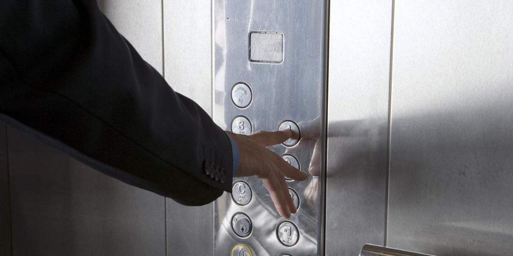 立体动画主持 态度聚焦被困电梯自救