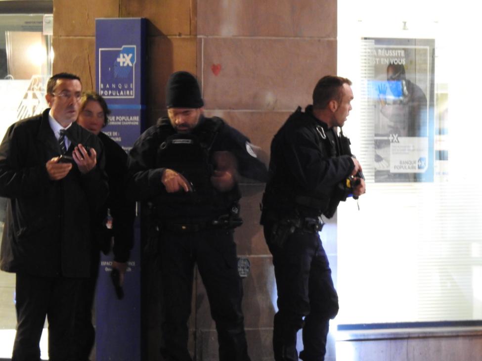 法国一圣诞集市发生枪击案致2死多伤 或与恐袭有关