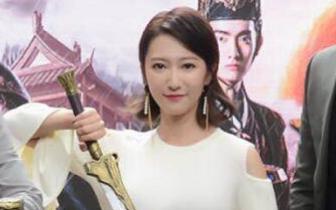 余玥亮相《重明卫》开播发布会 被好友杨紫催谈恋爱