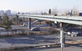 跨御河东路人行天桥加紧施工