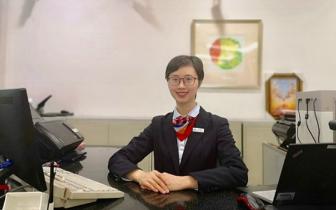 """2018年重庆银行业""""双十佳"""" 看浦发银行大堂经理龚小"""