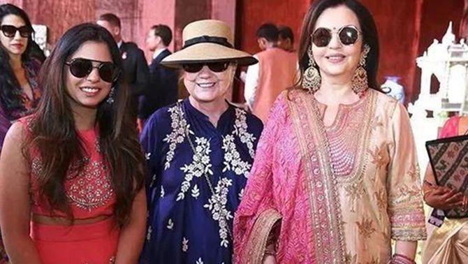 印首富嫁女希拉里出席 看懂奢华婚礼的政治经济学