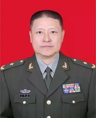 """贵州省军区司令员王艳勇出任""""戎装常委"""""""