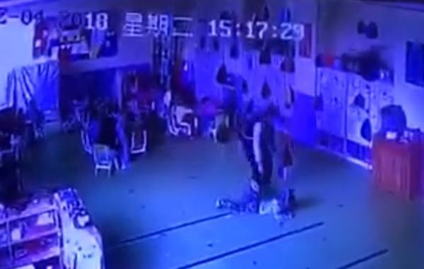 山东滨州一幼师殴打幼童后续:行拘15天罚款500元