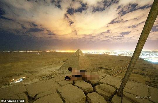 情侣爬金字塔拍裸照惹怒埃及全国 2名相关人员被捕