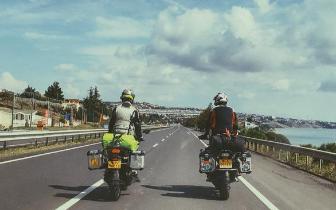 郑州俩小伙骑摩托环游欧亚大陆