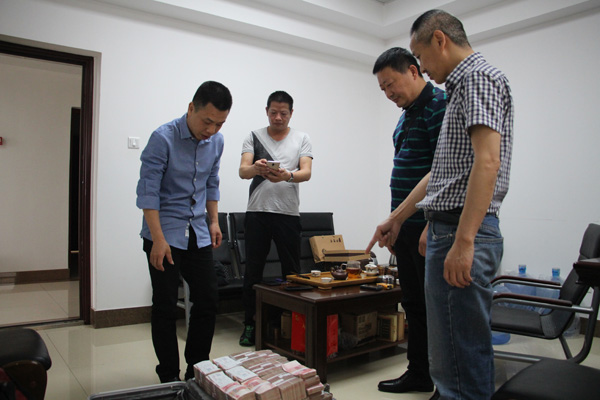男子深信民族资产解冻 被李鸿章之孙骗数百万