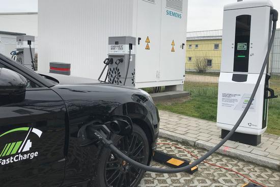 保时捷宝马合作发布超级充电站 比特斯拉快三倍(图