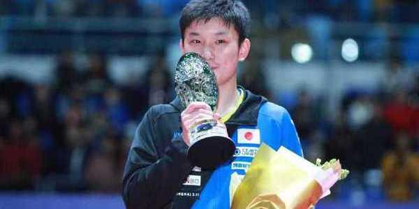 加冕最年轻总决赛冠军 张本智和冠军相十足