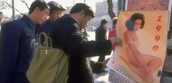 90年代老照片:有钱人手持大哥大
