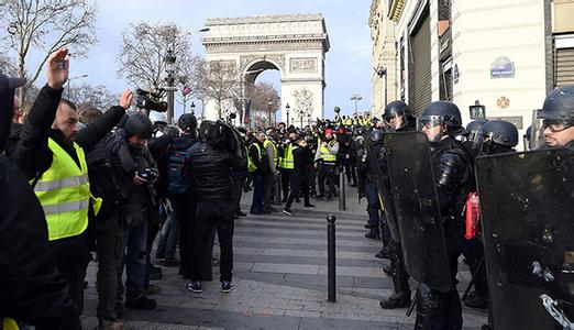 巴黎示威风雨中继续 法国经济和社会困局难解
