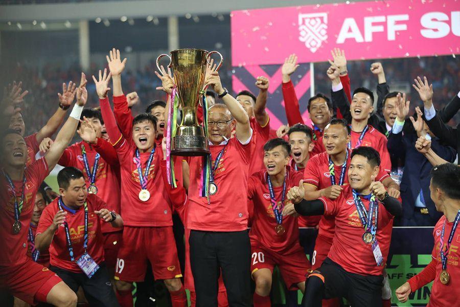 亚博:越南再夺冠,几十万大众游街庆贺!焰火+红旗太美!啥时辰中国足球也能…哎!