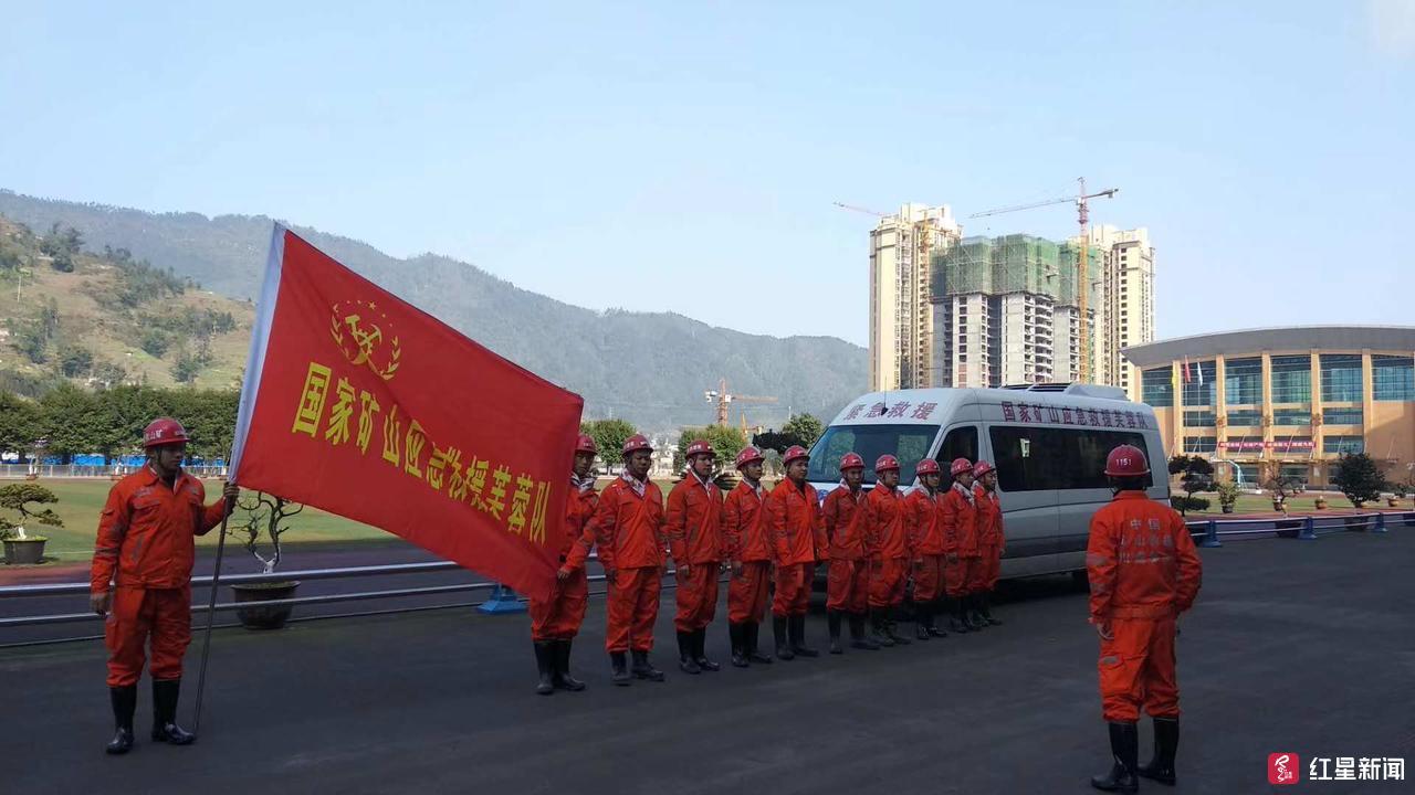 四川兴文5.7级地震2群众受伤送医,消防救援力量