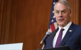 特朗普宣布美内政部长津克将在年底离职