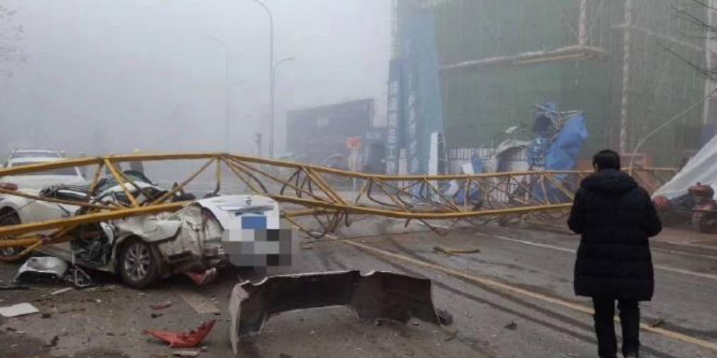 四川雅安一工地塔吊倒塌2人抢救无效死亡