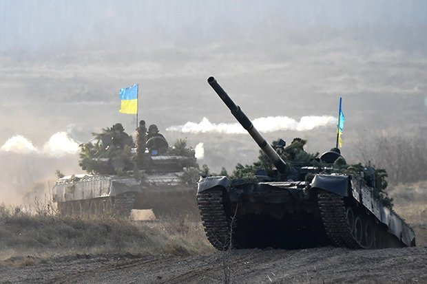 ukraine-russia-tanks-748508 (1).jpg