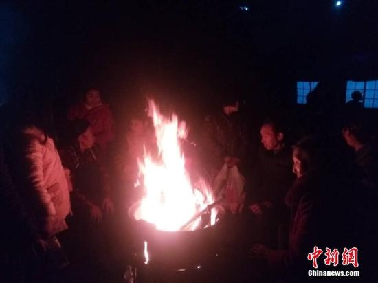 四川兴文5.7级地震震中:村民寒