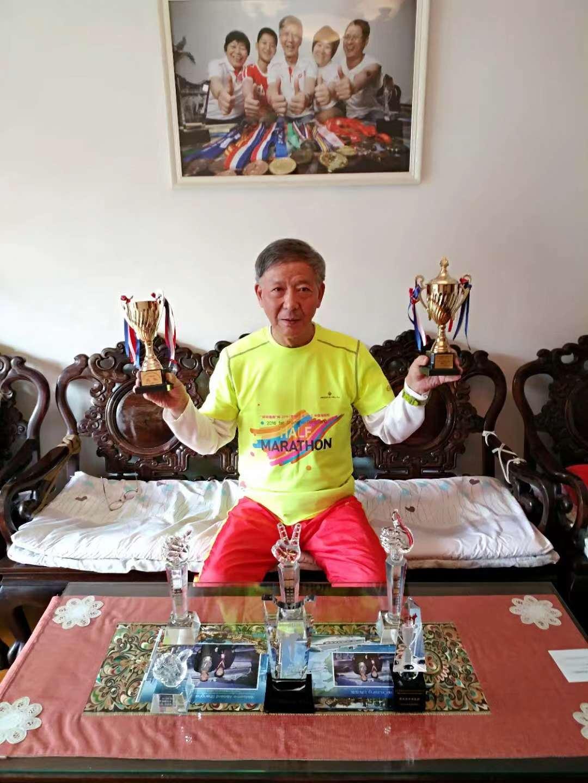 71岁坚持跑步自费20万参赛 却被骂傻子是