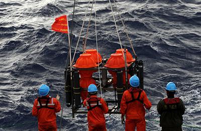 """""""彩虹鱼""""科考团队探索海洋最深处"""