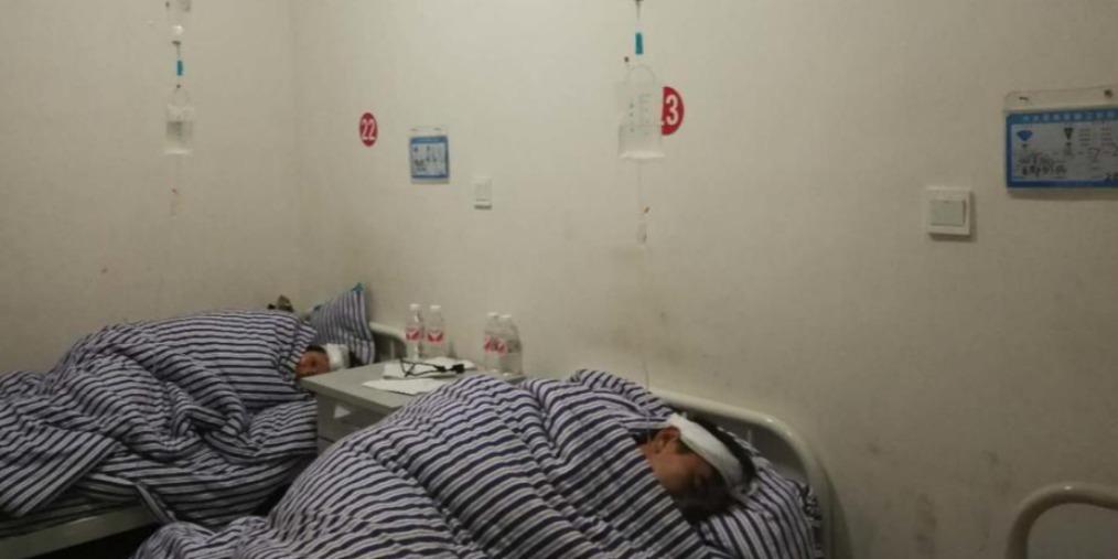 宜宾兴文地震伤者讲述:正在家里煮饭地面摇了,赶紧往外跑