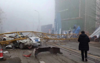 四川雅安一工地塔吊倒塌 2人抢救无效死亡