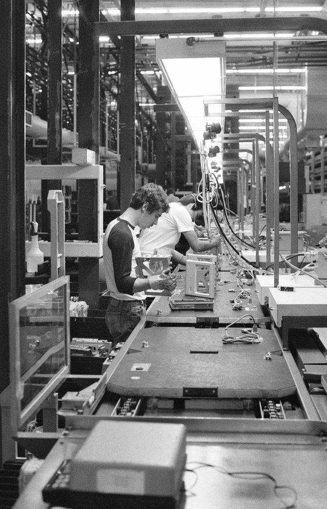 30多年前乔布斯想振兴硅谷制造业 最终惨遭失败【组