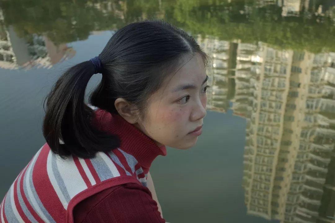 我拍下了中国女孩不开美颜的模样-bob体育