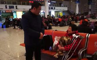 唐山:爱心接力送56岁流浪女子回家