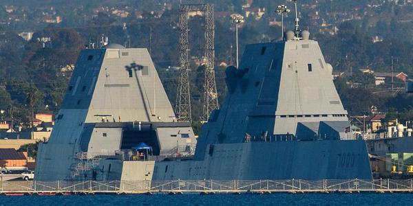 2艘DDG1000同框 美基地停满科幻战舰