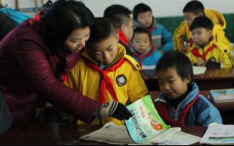献出一份爱 点亮一盏灯 ——通川二小家长志愿者