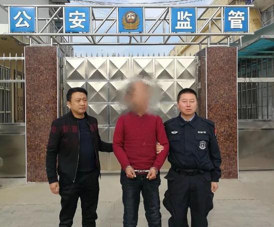 男子私藏火柴在飞机上吸烟 落地后被警方拘留