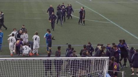 动人一幕:皇马U12踢飞点球丢冠 巴萨小球员上