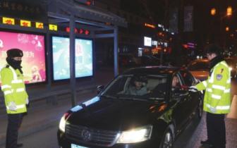 大同市交警夜查各类交通违法行为