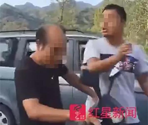 殴打老师者被拘留 老师是否殴打过学生仍在调查
