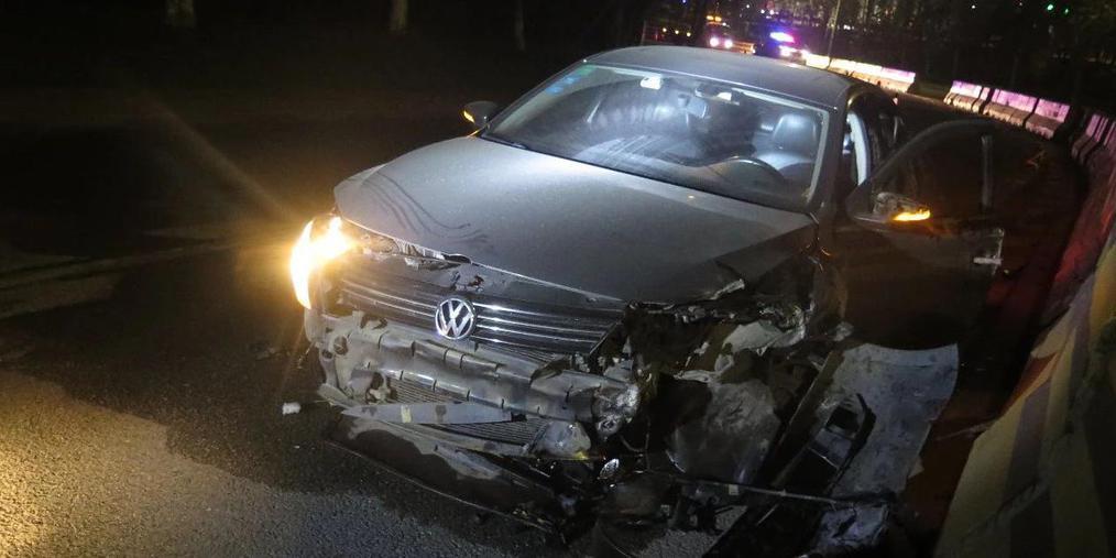 东莞女司机超速转弯酿惨祸 车身腾空旋转