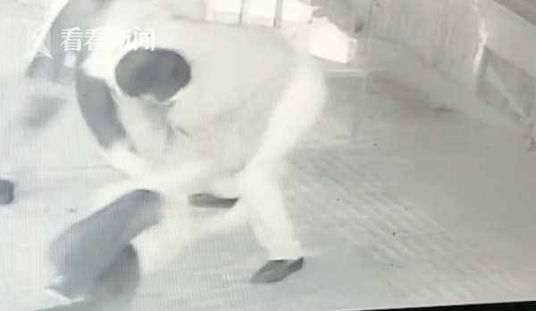 男子被指吃霸王餐还殴打店主 被拘10日罚500元