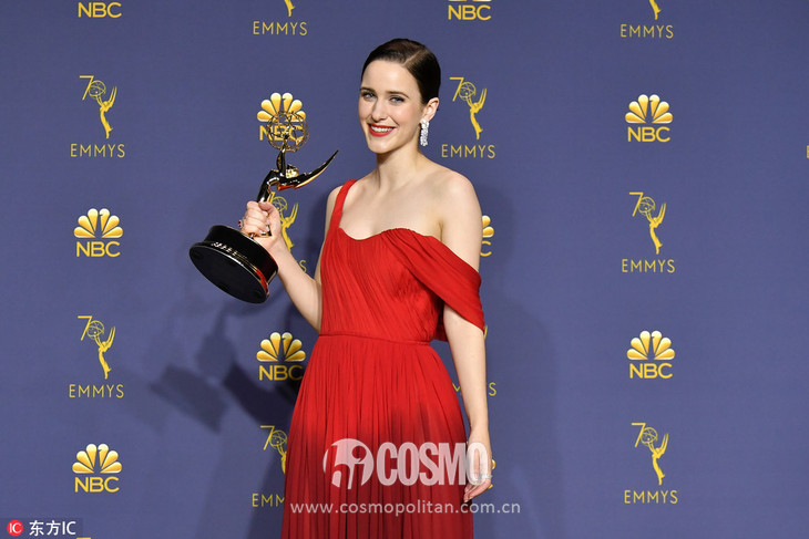 Rachel Brosnahan裙装:Oscar de la Renta