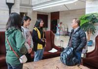 胡永泰教授与中大新华师生同参与广州调研活动