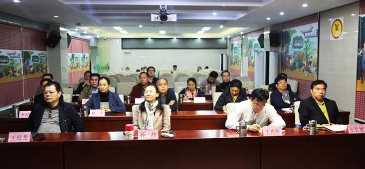 琼中组织收听收看庆祝改革开放40周年大会