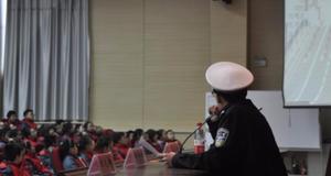 廊坊交警冬季交通安全宣讲进校园