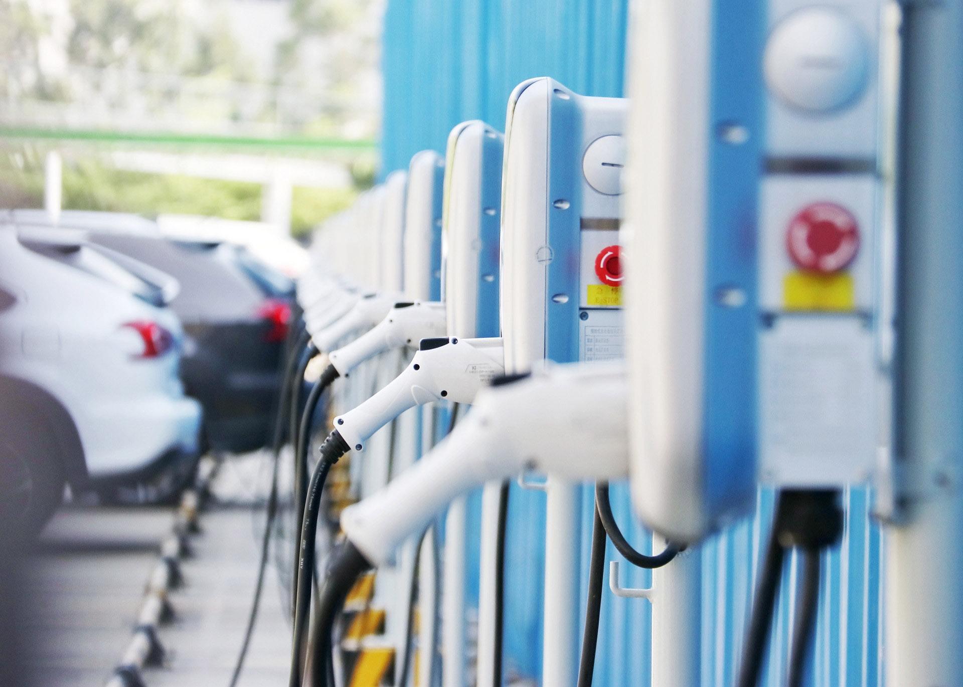 国家能源局:我国电动汽车充电桩已建成近73万个