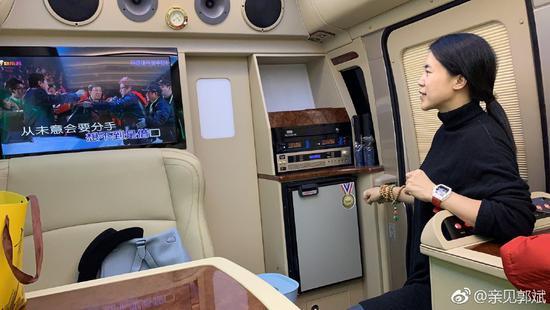 王楠老公机场接机,意外暴露家底,太太太壕了!