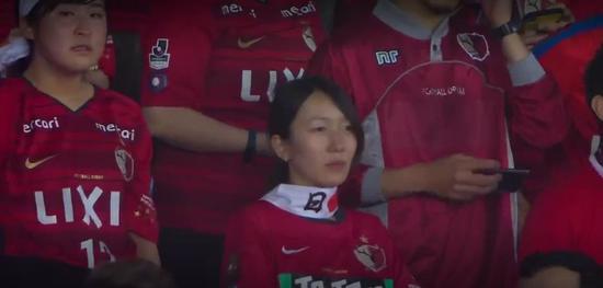 鹿岛鹿角被按在地上蹂躏4球,日本女球迷哭的梨花带雨,球迷:真不如恒大
