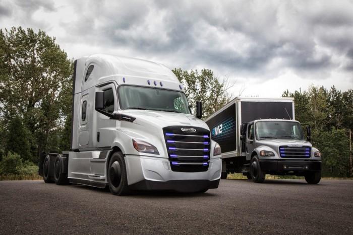 戴姆勒在美国交付首辆电动货车Freightliner eM2