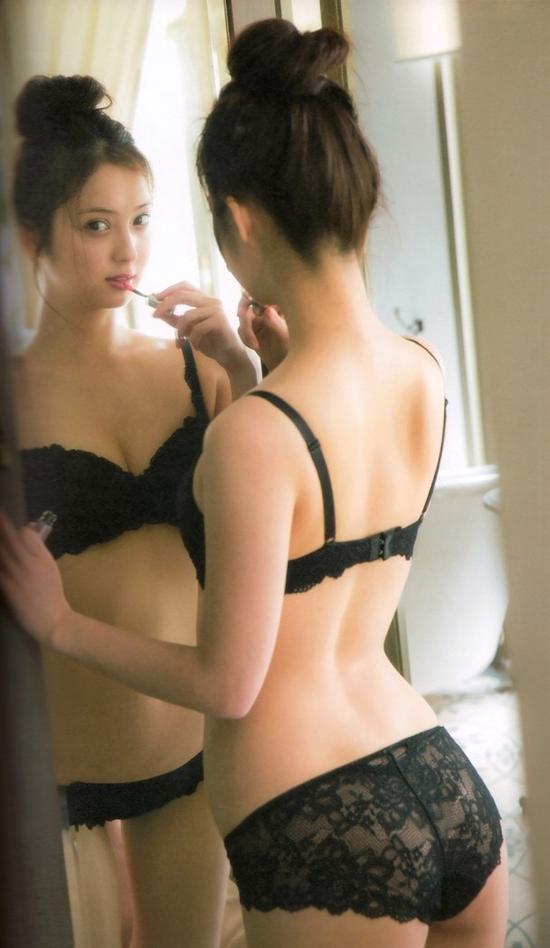 日本丰满人妻的名字_日本最美人妻 有谁不想为她宽衣解带呢